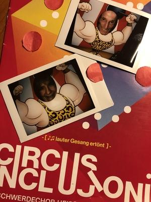 Flyer des Circus Inclusioni mit Polaroidfotos von uns