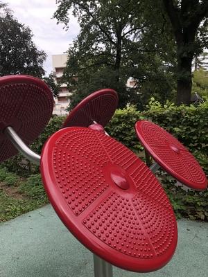 Sportgerät für Fussgänger und Rollstuhlfahrer*innen