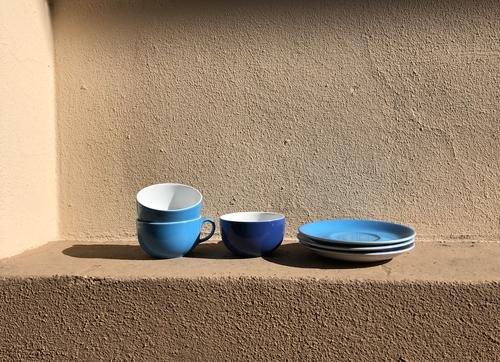 Blaues Geschirr zum mitnehmen