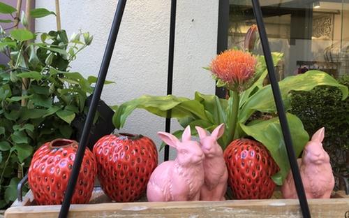 Blumenvasen in Erdbeerform