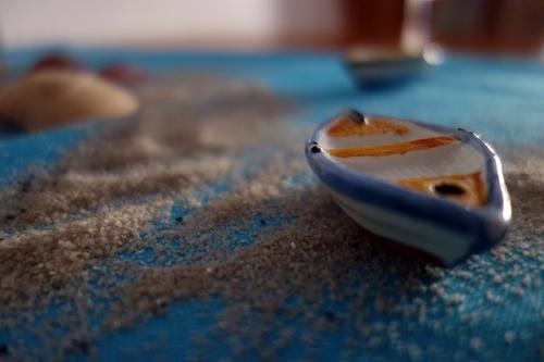 Blaues Boot als Zischdeko